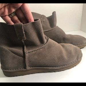 UGG suede low ankle boots size 9.